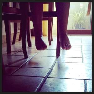 piedi penzoloni